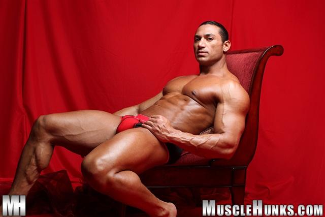 Zehen m─▒mmmmmmmmmmm latino muscle cock
