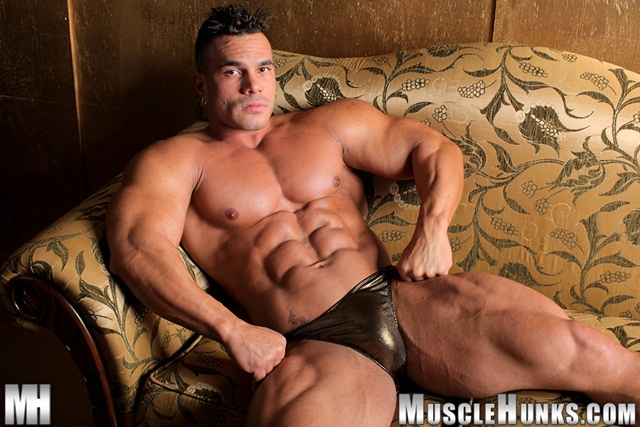 Gallery Ripped Muscle Bodybuilder Strips Naked And Strokes His