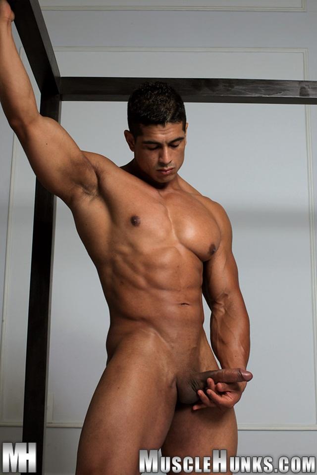 Pepe Mendoza Muscle Hunk