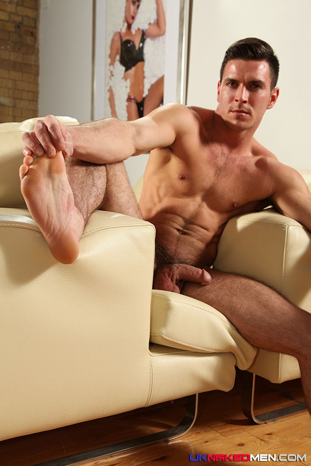 nude gay porn pics Paddy obrian 015 Ripped Muscle Bodybuilder Strips Naked and Strokes His Big Hard Cock for at UK Naked.Men photo1 Paddy OBrian at UK Naked Men