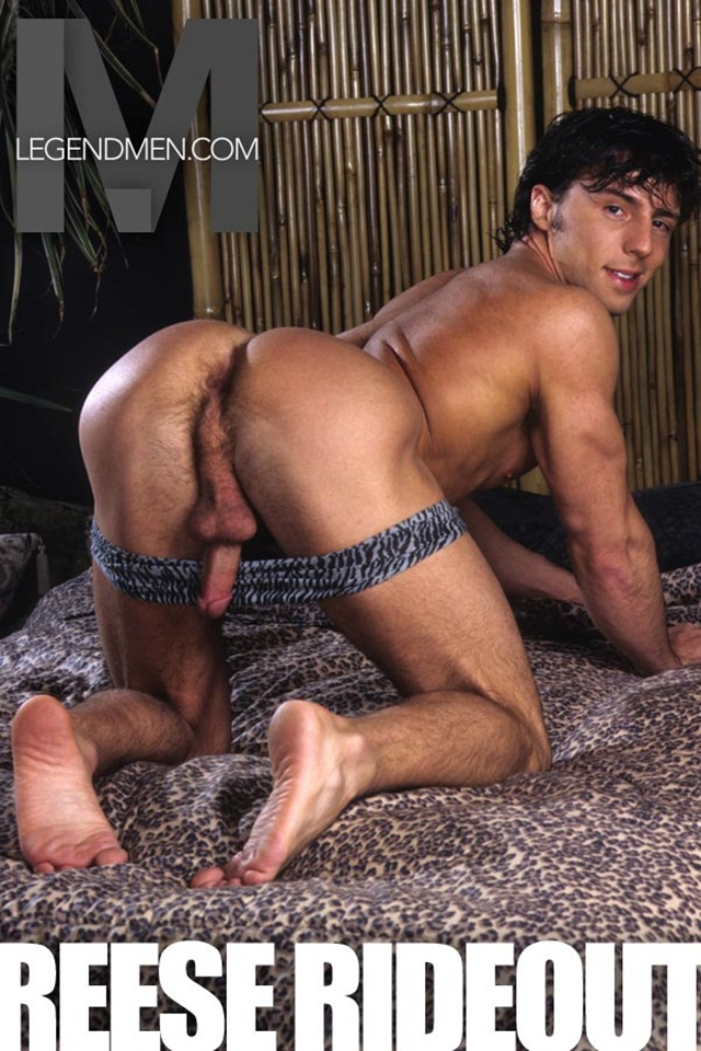 Bodybuilder Strips Naked And Strokes His Big Hard Cock Torrent