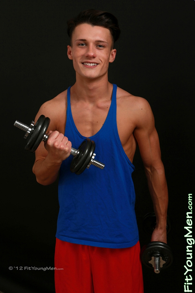 Naked-Young-Sport-Guys-mm003483-fit-young-men-will-gerrard-photo-thumb