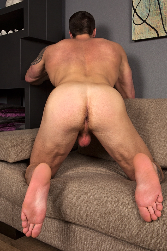 Muscle Jock Hunk Slowly Stripping And Jerking