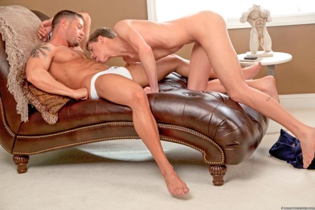 Cody-Cummings-and-Preston-Burgess-Cody-Cummings-gay-porn-star-ripped-muscle-stud-American-huge-dick-bubble-butt-03-pics-gallery-tube-video-photo