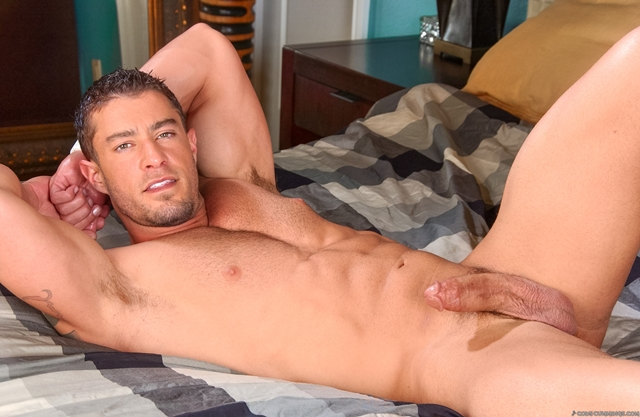 Cody-Cummings-gay-porn-star-ripped-muscle-stud-American-huge-dick-bubble-butt-06-pics-gallery-tube-video-photo