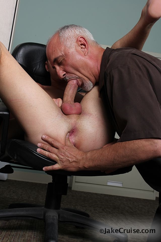 Old guy sucking a young guys dick gay