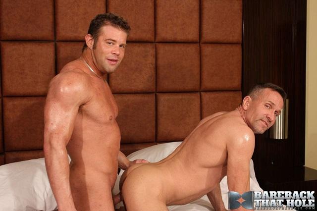 Darius-Soli-and-Matt-Sizemore-Bareback-that-hole-raw-sex-videos-bareback-bears-gay-bare-breeding-raw-sex-movies-008-gallery-photo