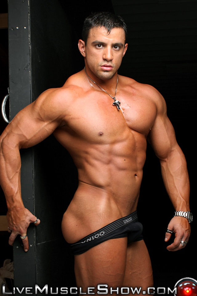 Naked gay muscle live show