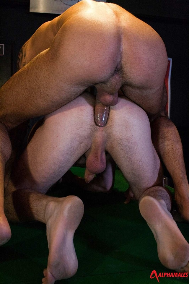 Muscly Man Fucks Hot Hole