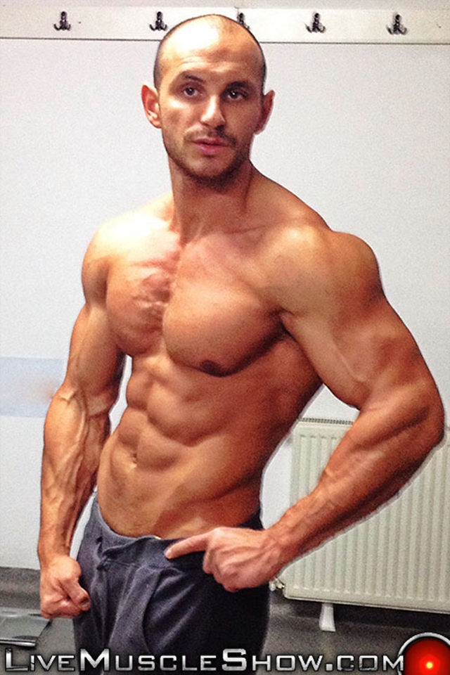 live muscle show tyron dominant muscle hunk men power masculinity