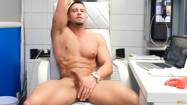Cody-Cummings-New-jerking-huge-cock-special-stroke-session-very-horny-007-male-tube-red-tube-gallery-photo