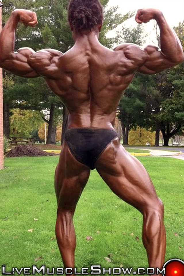 Live-Muscle-Show-Brice-King-veiny-arms-V-shaped-back-round-ripped-waist-abs-obliques-quads-bubble-butt-004-male-tube-red-tube-gallery-photo