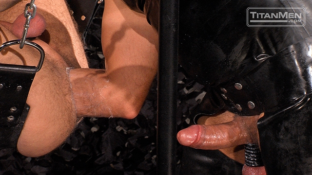 Titan-Men-Mack-Manus-fucks-hunk-Thor-Larson-huge-fat-dildo-ass-fists-sub-fucking-fingers-pisses-bottom-010-male-tube-red-tube-gallery-photo