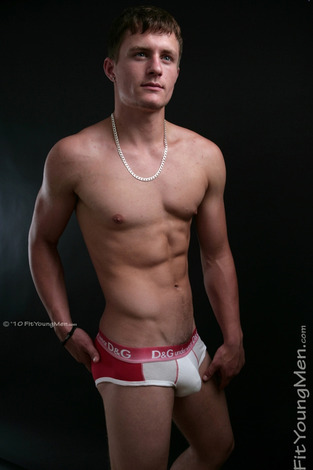 FitYoungMen-Nude-Aaron-Janes-Gay-Porn-Star-Pics-Naked-Sports-Men-Dirty-young-Boys-001-male-tube-red-tube-gallery-photo