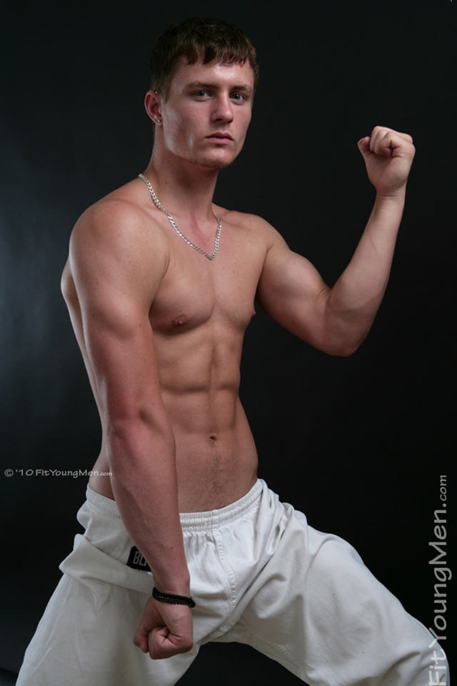 FitYoungMen-Nude-Aaron-Janes-Gay-Porn-Star-Pics-Naked-Sports-Men-Dirty-young-Boys-002-male-tube-red-tube-gallery-photo