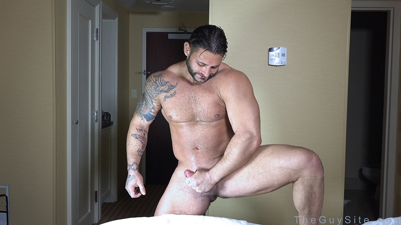 TheGuySite-Mike-Buffalari-naked-bodybuilding-29-years-old-big-muscle-hunk-bigger-beefier-V-Shaped-torso-huge-thighs-shape-004-tube-download-torrent-gallery-photo