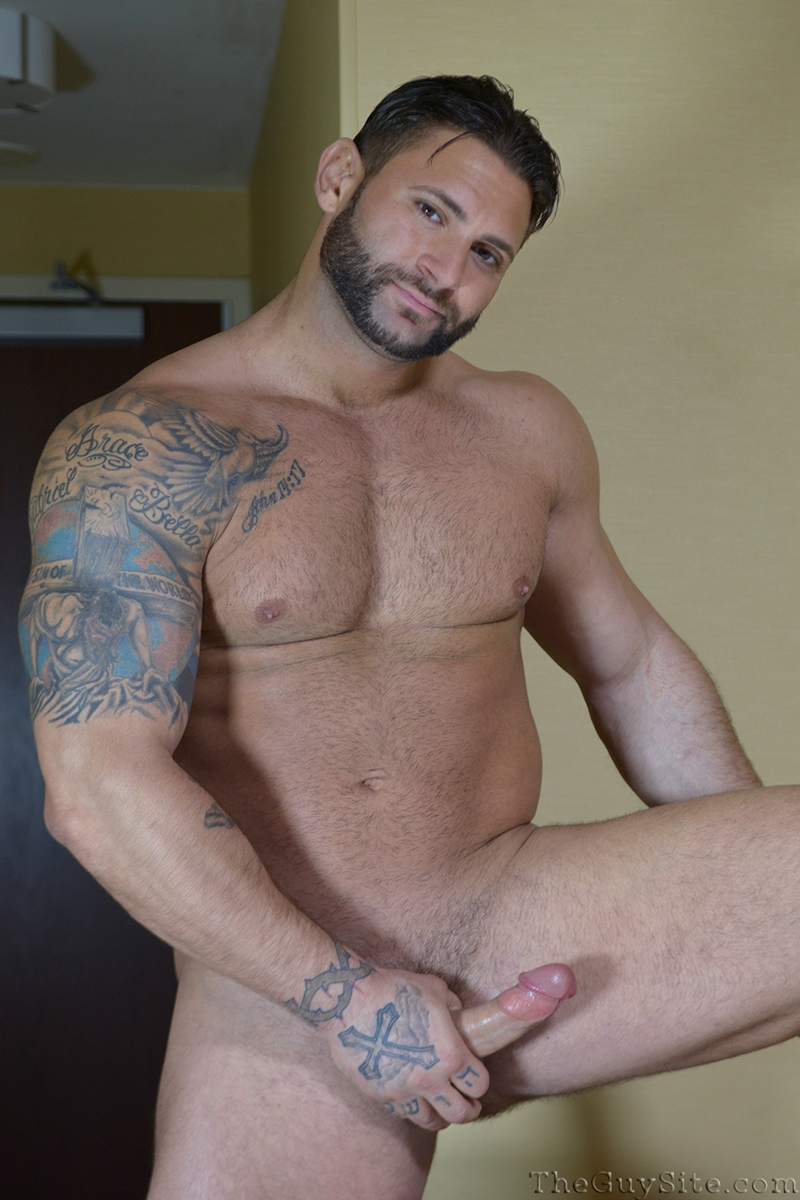 TheGuySite-Mike-Buffalari-naked-bodybuilding-29-years-old-big-muscle-hunk-bigger-beefier-V-Shaped-torso-huge-thighs-shape-005-tube-download-torrent-gallery-photo