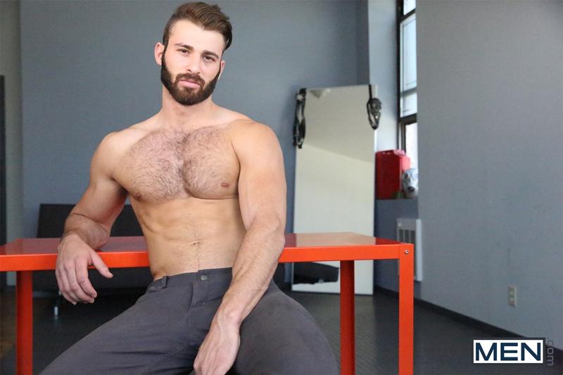 Men-com-Jarec-Wentworth-cruising-for-gay