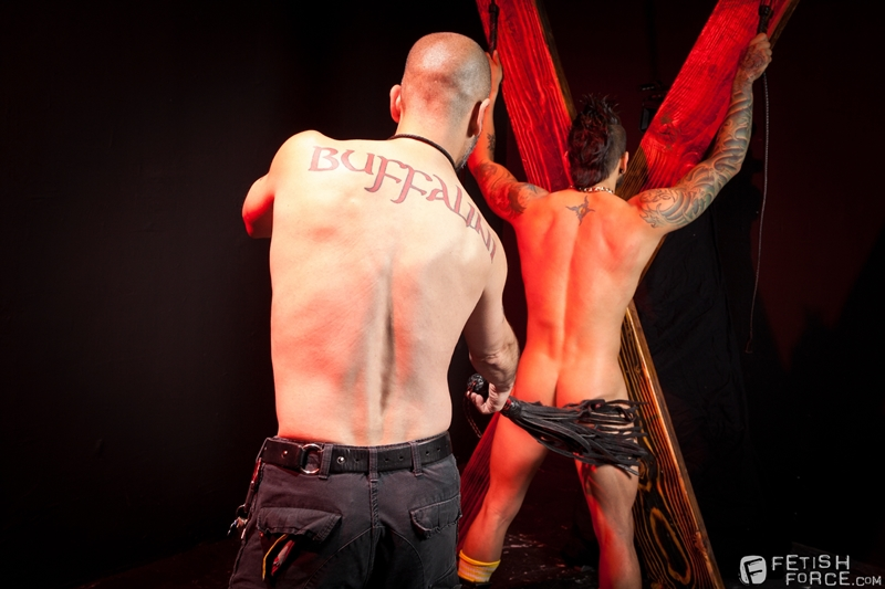 FistingCentral-Tony-Buff-dark-room-Draven-Torres-St-Andrews-cross-taskmaster-Mohawk-muscle-flogging-raised-welts-007-tube-download-torrent-gallery-sexpics-photo