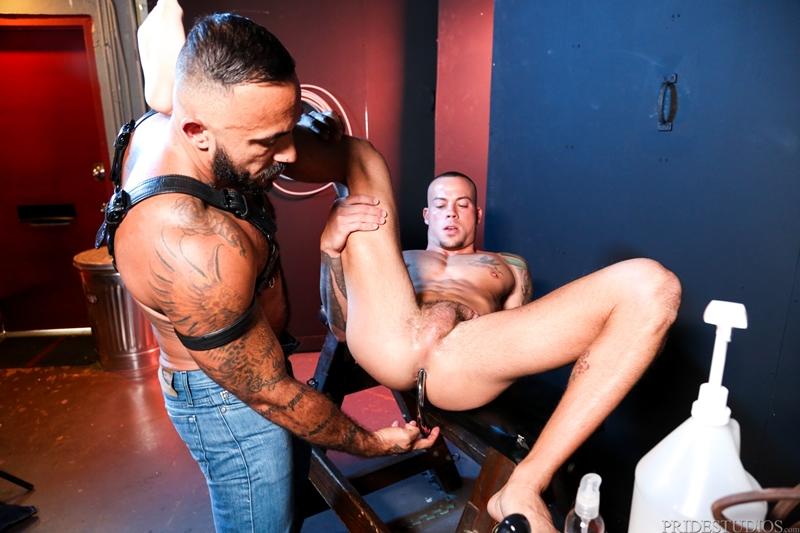 Men with butt plug xxx-8790