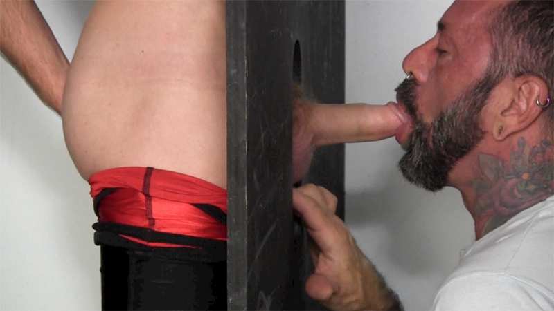 Horny Straight Dude Get Sucked At Gloryhole