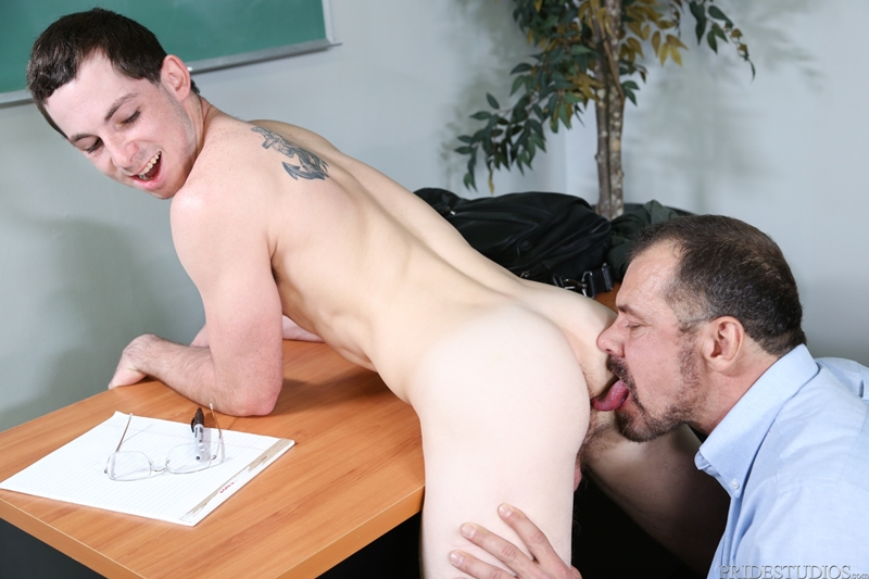 Max Sargent giver Toby Springs Virgin Ass en dyb intim-8996