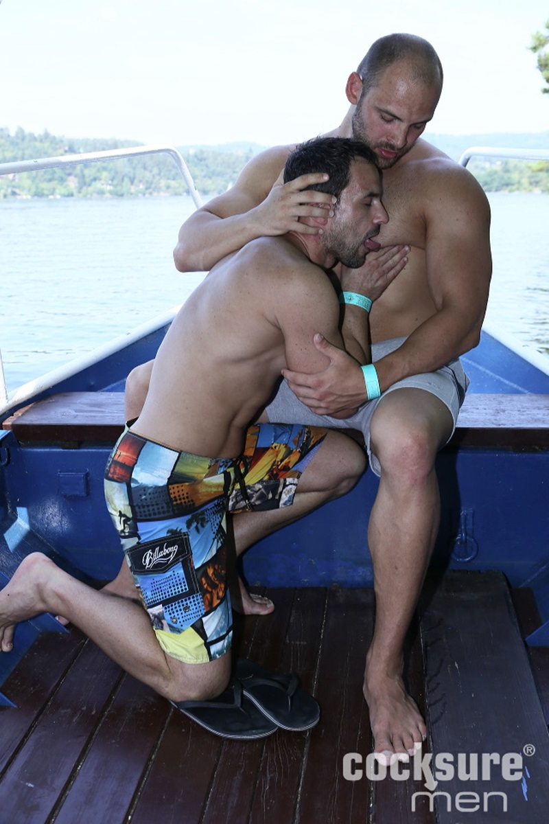 CocksureMen-Beefy-stud-Thomas-Ride-muscle-jock-Andy-West-huge-thick-uncut-cock-7-inch-raw-ass-bareback-fucking-doggy-style-cocksucker-04-gay-porn-star-sex-video-gallery-photo