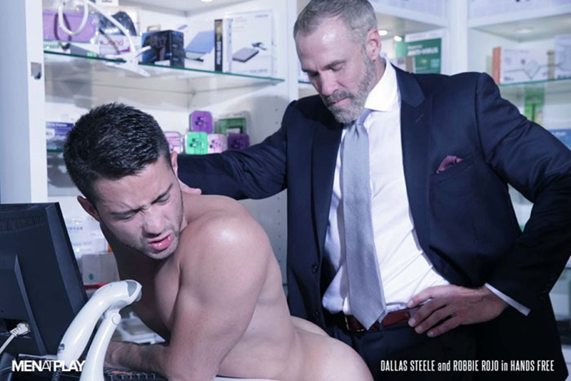 Men-com-young-muscle-bottom-boy-Robbie-Rojo-Silver-Daddy-Dallas-Steele-massive-cock-fuck-boy-hot-older-man-fucked-hard-cum-load-deep-ass-18-gay-porn-star-sex-video-gallery-photo