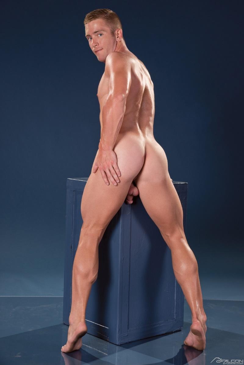 muscley gay hunk slams tight ass