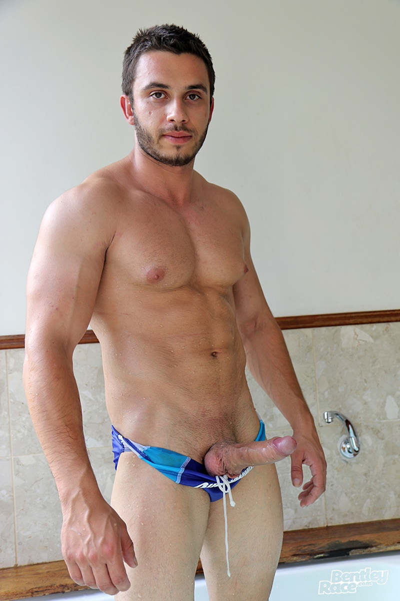 Handsome Young Hunk Aussie James Nowak Jerks His Huge -8271