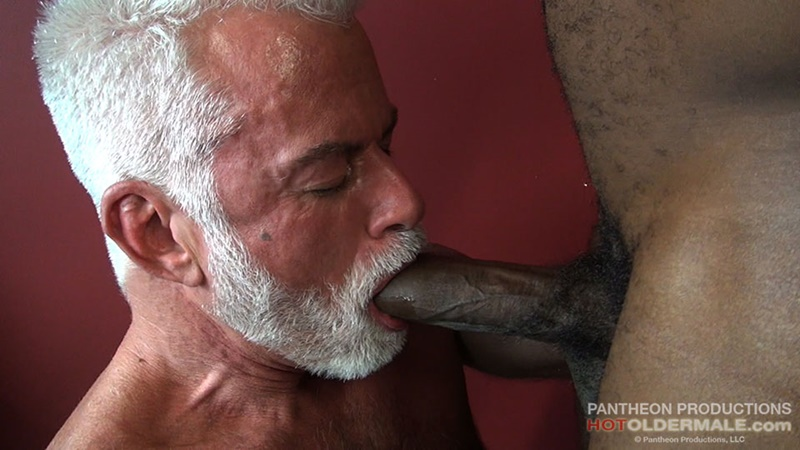 hotoldermale-sexy-black-naked-muscle-stud-osiris-blade-11-inch-ebony-dick-breeds-older-daddy-jake-marshall-mature-asshole-004-gay-porn-sex-gallery-pics-video-photo