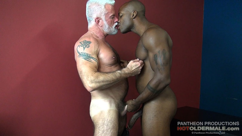 hotoldermale-sexy-black-naked-muscle-stud-osiris-blade-11-inch-ebony-dick-breeds-older-daddy-jake-marshall-mature-asshole-006-gay-porn-sex-gallery-pics-video-photo