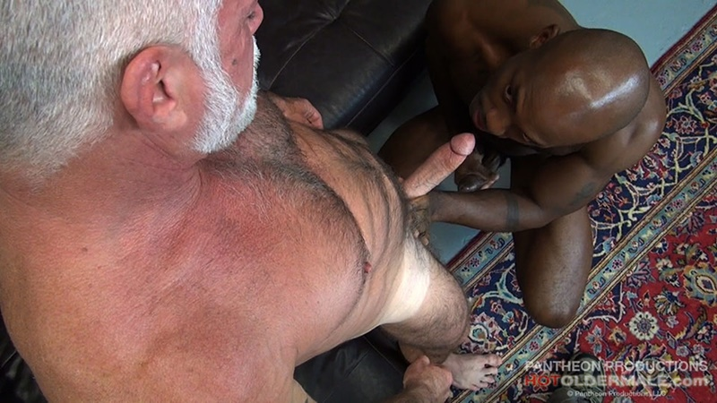 hotoldermale-sexy-black-naked-muscle-stud-osiris-blade-11-inch-ebony-dick-breeds-older-daddy-jake-marshall-mature-asshole-007-gay-porn-sex-gallery-pics-video-photo
