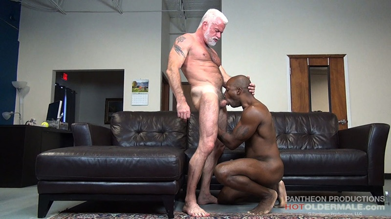 hotoldermale-sexy-black-naked-muscle-stud-osiris-blade-11-inch-ebony-dick-breeds-older-daddy-jake-marshall-mature-asshole-008-gay-porn-sex-gallery-pics-video-photo