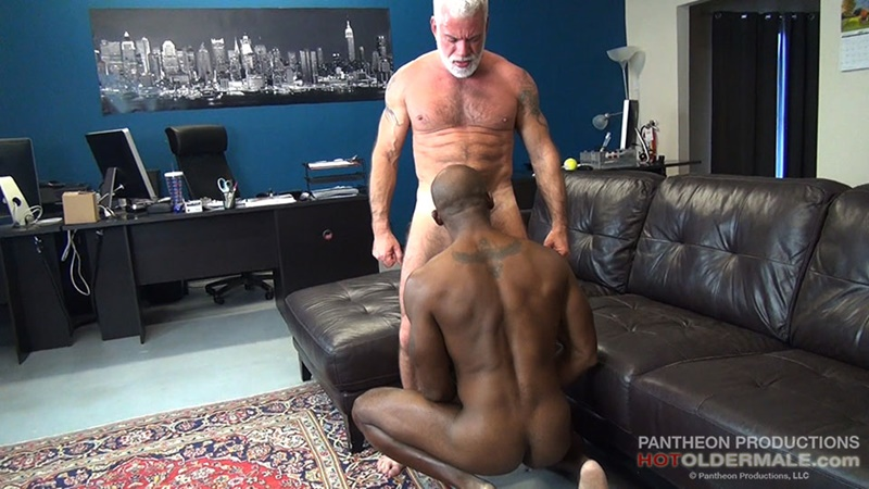 hotoldermale-sexy-black-naked-muscle-stud-osiris-blade-11-inch-ebony-dick-breeds-older-daddy-jake-marshall-mature-asshole-009-gay-porn-sex-gallery-pics-video-photo