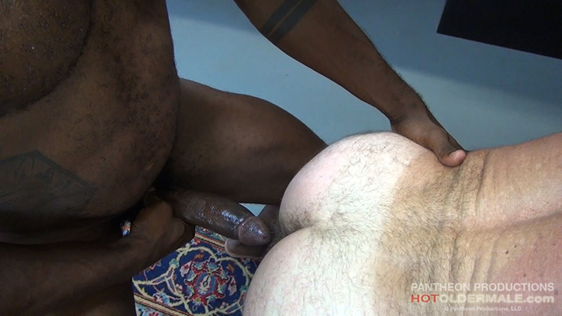 hotoldermale-sexy-black-naked-muscle-stud-osiris-blade-11-inch-ebony-dick-breeds-older-daddy-jake-marshall-mature-asshole-011-gay-porn-sex-gallery-pics-video-photo