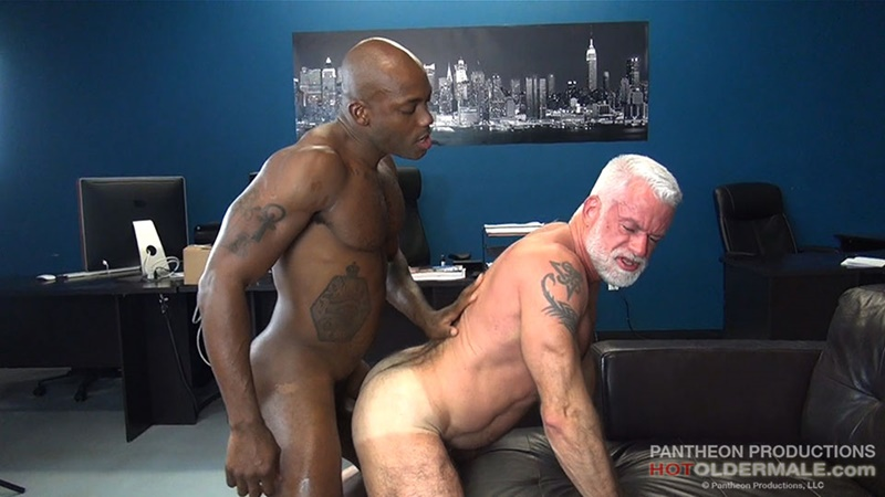 hotoldermale-sexy-black-naked-muscle-stud-osiris-blade-11-inch-ebony-dick-breeds-older-daddy-jake-marshall-mature-asshole-012-gay-porn-sex-gallery-pics-video-photo
