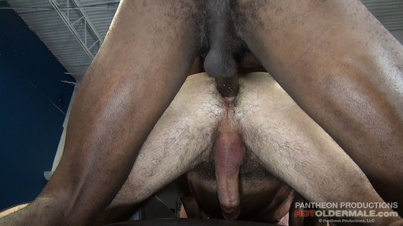 hotoldermale-sexy-black-naked-muscle-stud-osiris-blade-11-inch-ebony-dick-breeds-older-daddy-jake-marshall-mature-asshole-013-gay-porn-sex-gallery-pics-video-photo