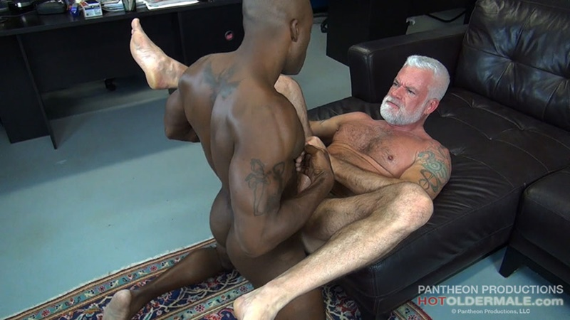 hotoldermale-sexy-black-naked-muscle-stud-osiris-blade-11-inch-ebony-dick-breeds-older-daddy-jake-marshall-mature-asshole-015-gay-porn-sex-gallery-pics-video-photo