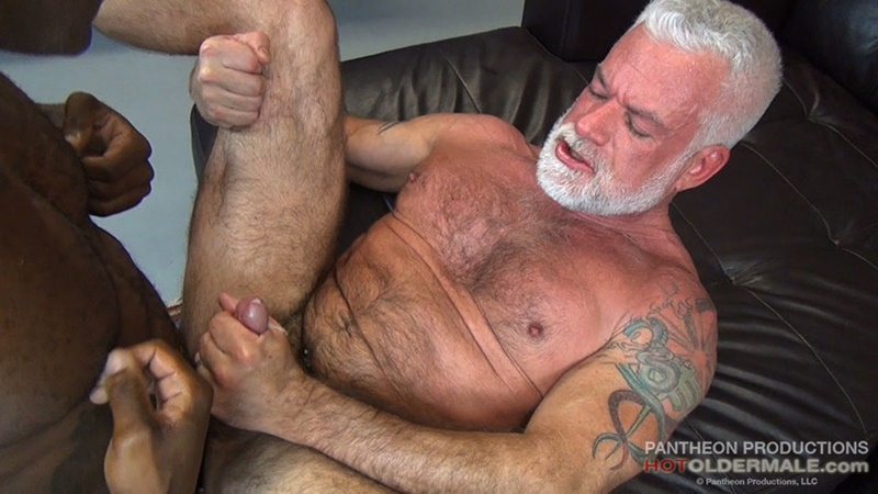 hotoldermale-sexy-black-naked-muscle-stud-osiris-blade-11-inch-ebony-dick-breeds-older-daddy-jake-marshall-mature-asshole-016-gay-porn-sex-gallery-pics-video-photo