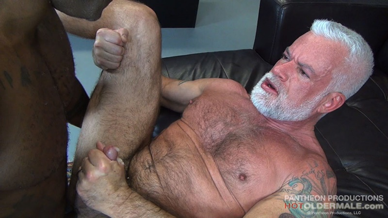 hotoldermale-sexy-black-naked-muscle-stud-osiris-blade-11-inch-ebony-dick-breeds-older-daddy-jake-marshall-mature-asshole-017-gay-porn-sex-gallery-pics-video-photo