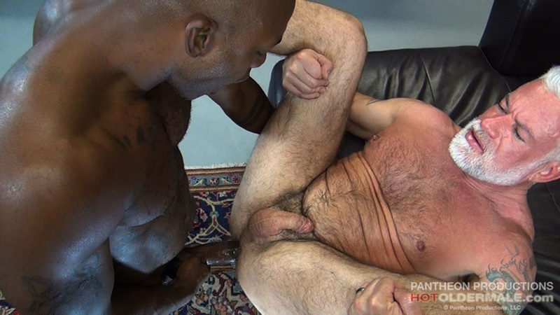 hotoldermale-sexy-black-naked-muscle-stud-osiris-blade-11-inch-ebony-dick-breeds-older-daddy-jake-marshall-mature-asshole-019-gay-porn-sex-gallery-pics-video-photo