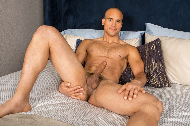 seancody-sexy-naked-muscle-guy-frankie-shaved-hairy-chest-big-thick-long-cock-solo-jerking-bubble-butt-ass-hole-low-hanging-balls-001-gay-porn-sex-gallery-pics-video-photo