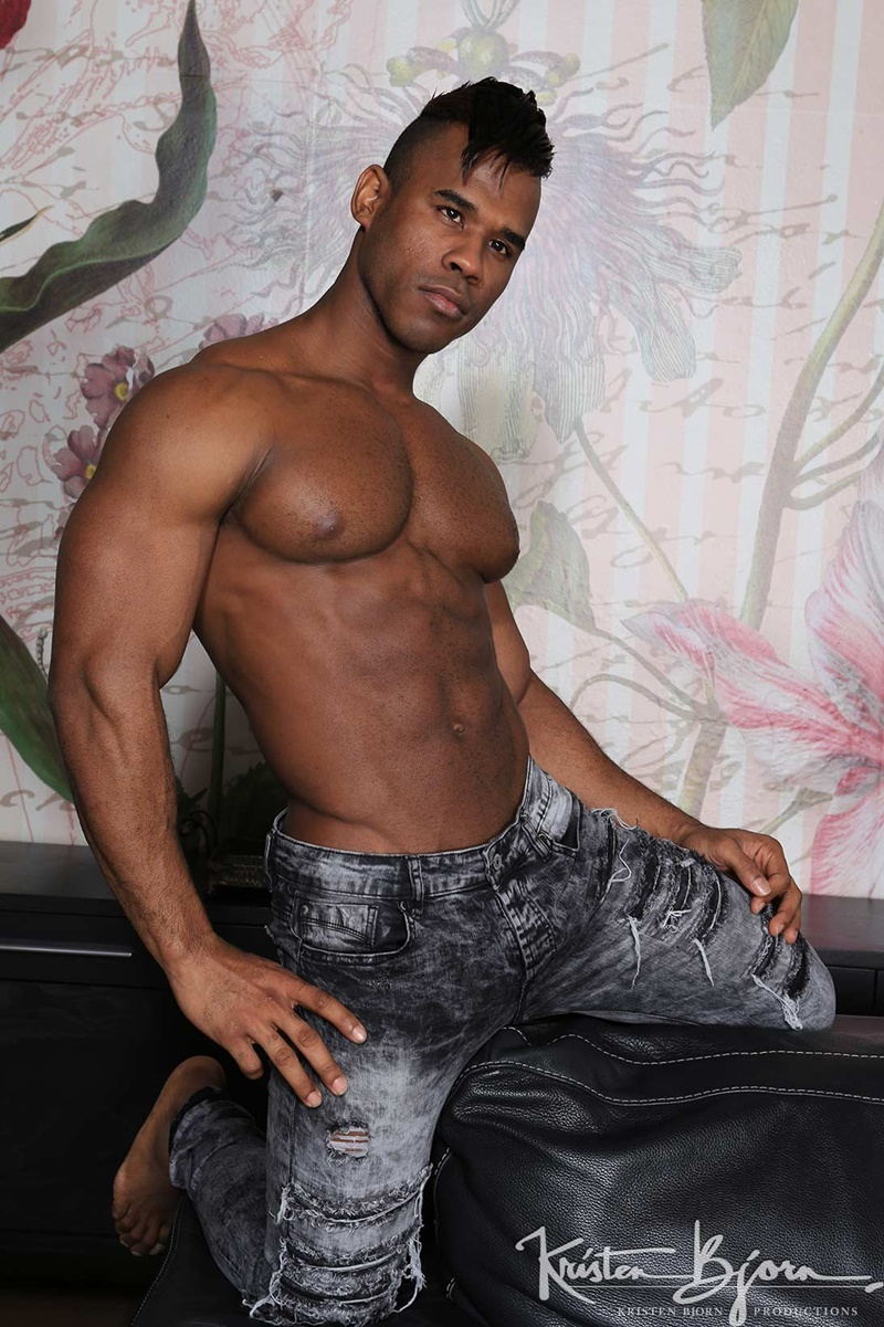 Fit hunk gets to bang and cream two gorgeous ebony hotties