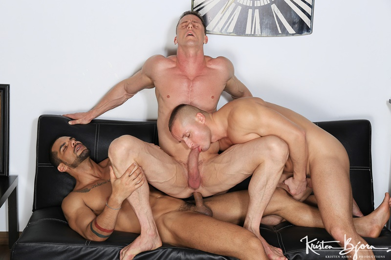 Muscular Hunks Assfucking Outdoor Orgy