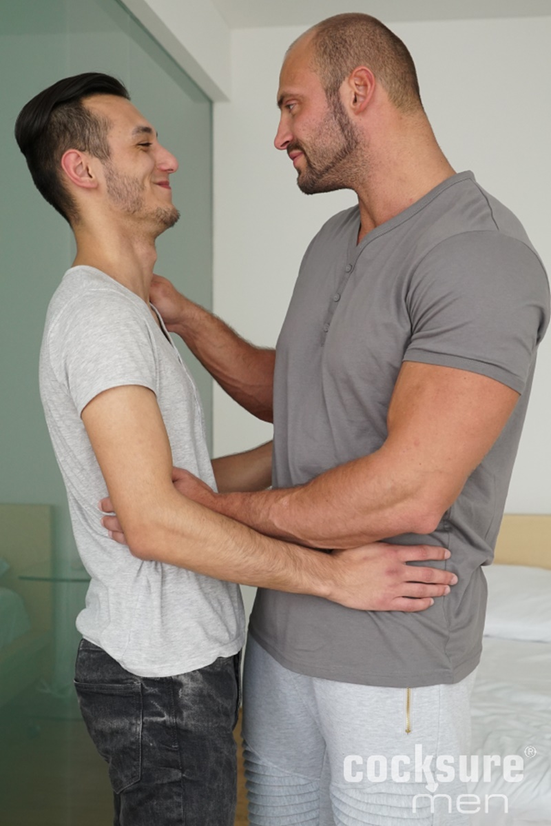 Muscly Studs Enjoy Rimming