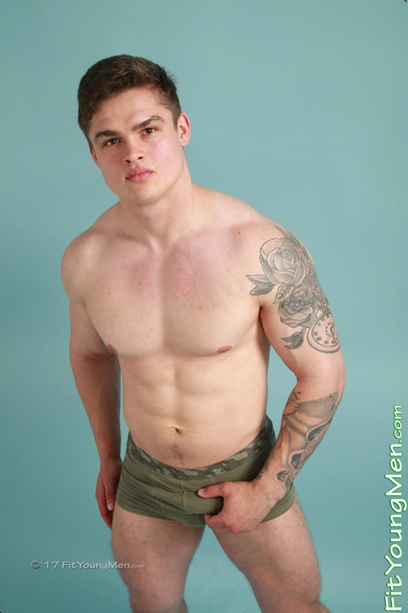 Sexy Young Sporting Dude Jamie Black Strips Down To His -2098