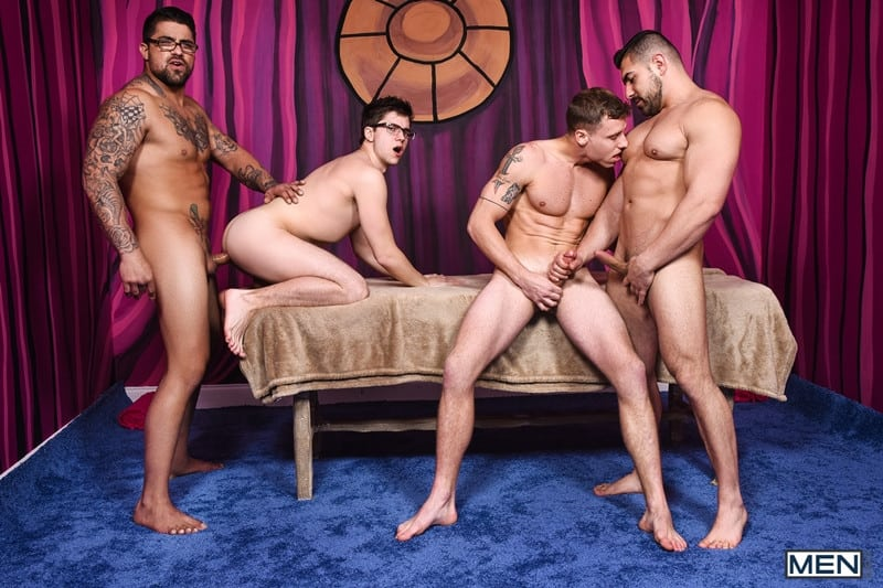 Men for Men Blog Gay-Porn-Pics-018-Damien-Stone-Justin-Matthews-Ryan-Bones-Will-Braun-Muscle-bound-stud-hardcore-ass-fucking-orgy-Men Muscle bound stud Damien Stone, Justin Matthews, Ryan Bones and Will Braun hardcore ass fucking orgy Men